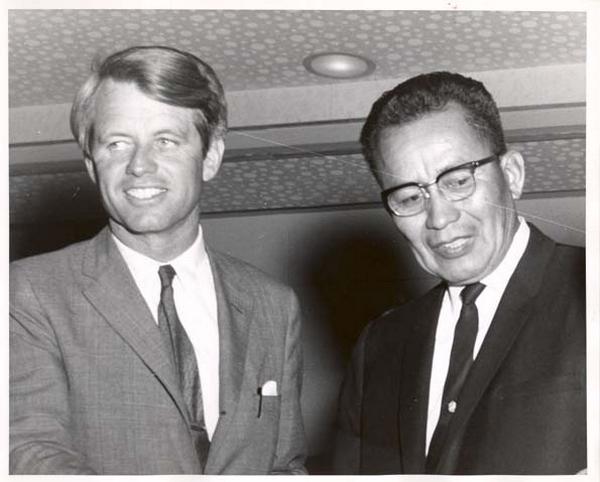 Raymond Nakai avec Robert Kennedy
