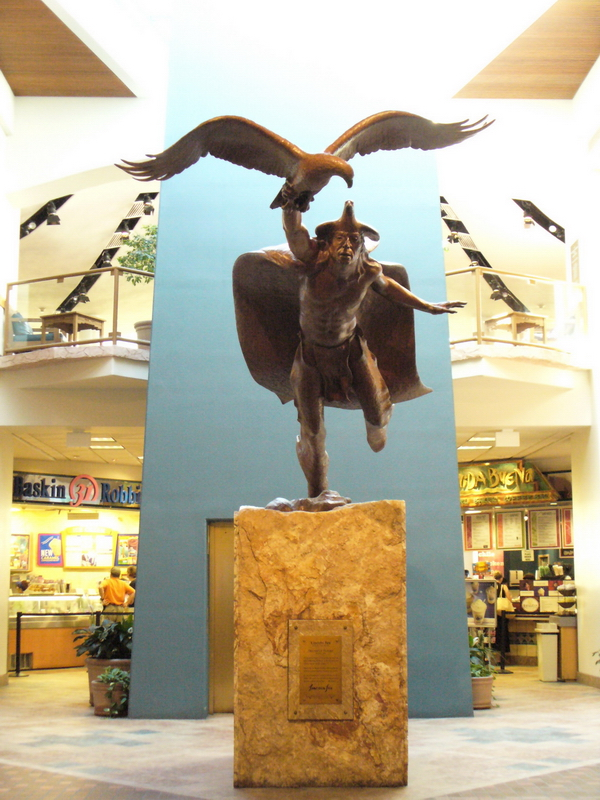 "Jack O'Connor, ""Eagle Dancer"", Albuquerque Airport, Old Terminal, photographié en juillet 2005."