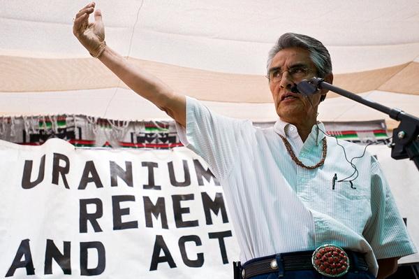 Le président de la Nation Navajo, Joe Shirley, rappelle le lourd tribu des Navajo à l'extraction d'uranium, 17 juillet 2009.
