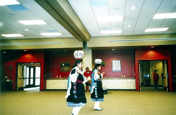 Danse Pueblo, Indian Pueblo Cultural Center, Albuquerque, juillet 2005, photographie prise par Nausica Zaballos.