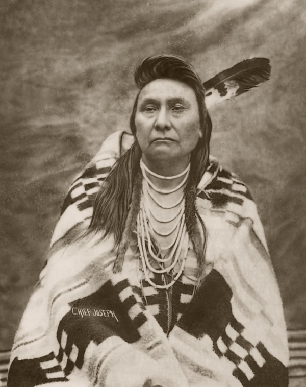 Chief Joseph (Nez Percé) drapé dans une couverture Pendleton Courtesy of The Smithsonian National Museum of the American Indian http://www.nmaie-newservice.com/v1i3/photos.html